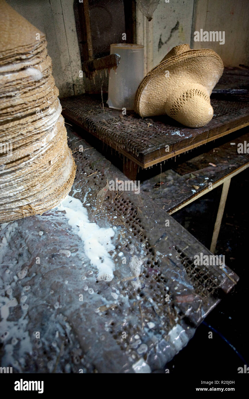 mieux choisir prix d'usine prix imbattable 9 décembre 2009 - Coustilleres' hat factory, Septfonds ...