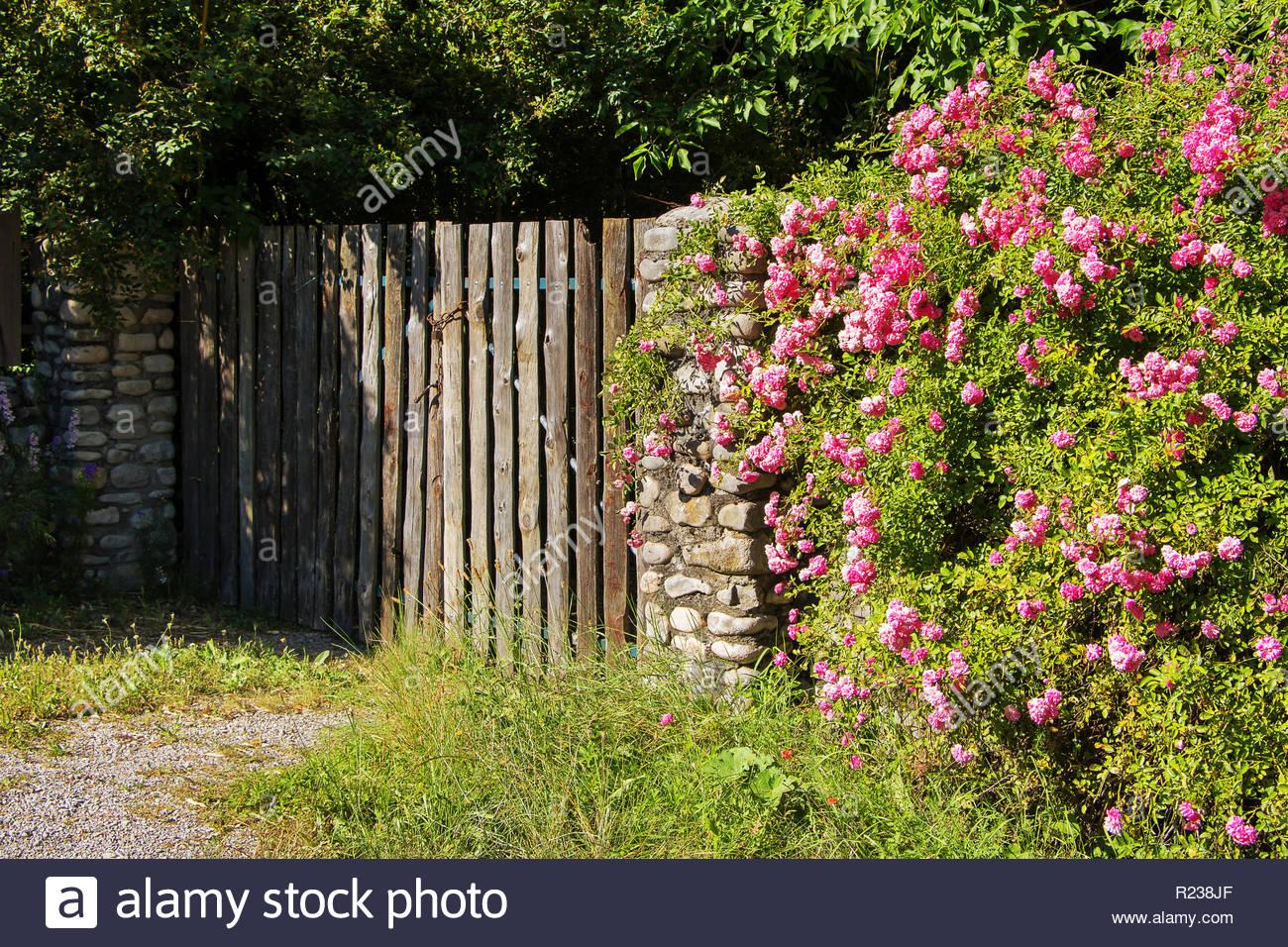Porte du jardin fermé extérieur maison de campagne entrée de ...