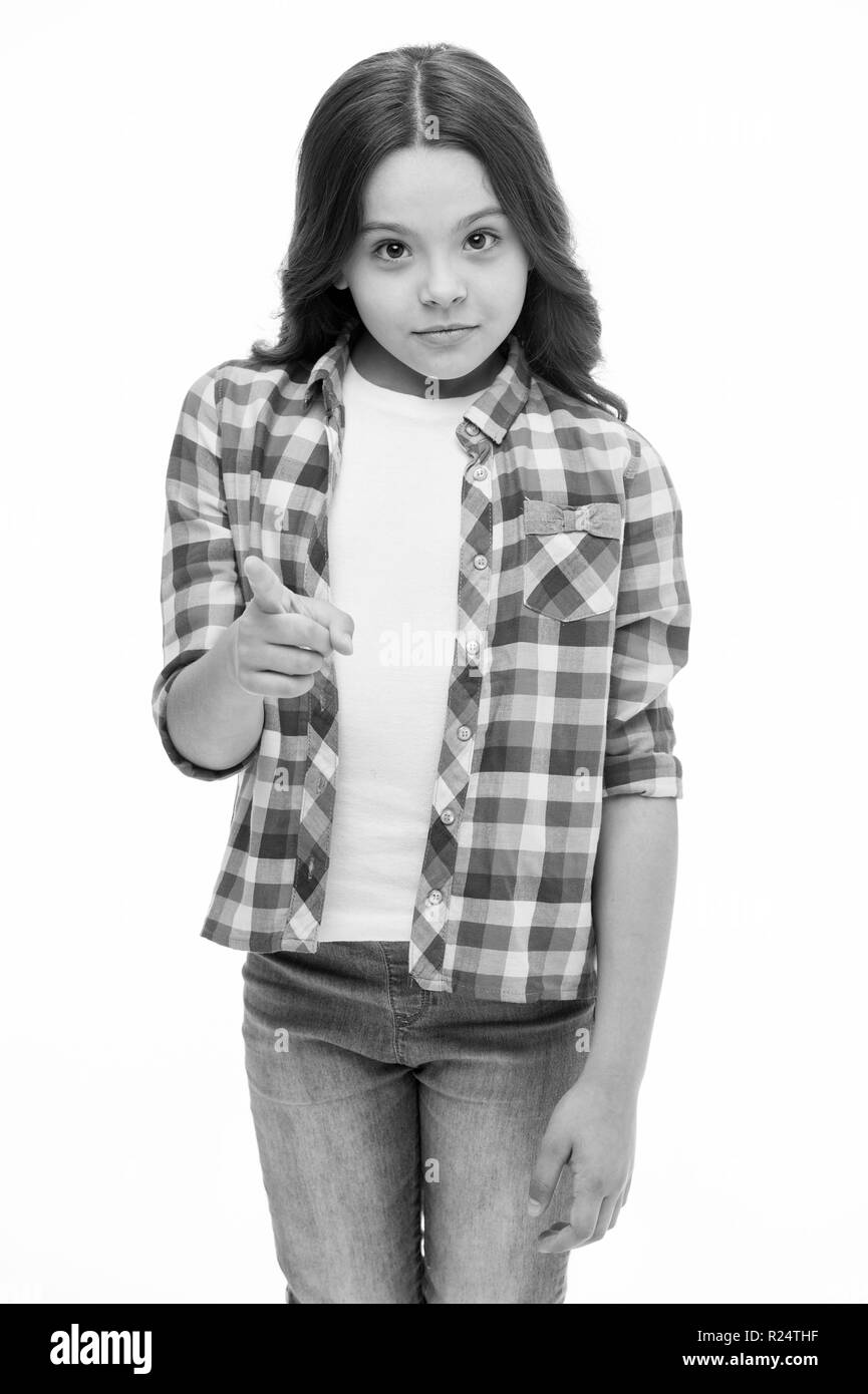 5f48fdc17e0f7b Petit enfant avec mignon visage et cheveux brune. Fille avec look  décontracté et à la mode. Salon de beauté. Je vous choisir.