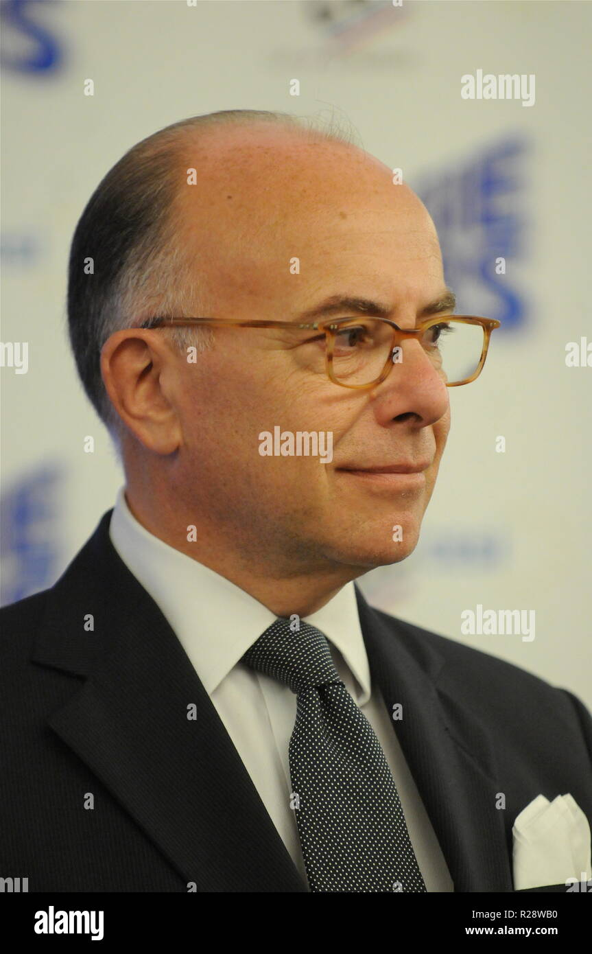 bernard cazeneuve ministre de lintrieur franais frquente lunion police congrs lyon france