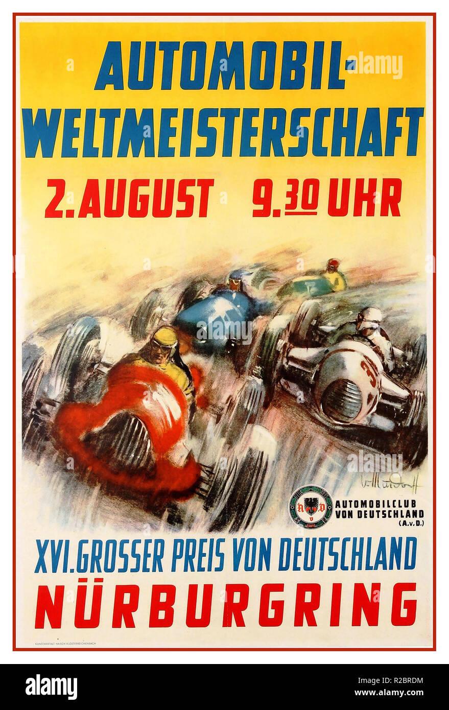 Vintage 1953 F1 motor sport affiche publicitaire de l'Automobil XVI. Grosser Preis von Deutschland Nürburgring / Coupe du monde automobile XVI Grand Prix d'Allemagne qui s'est tenue à la piste de course de Nürburgring le 2 août 1953. Modèle avec course de voitures autour d'un coin à la vitesse avec le texte ci-dessus contre le fond jaune et ci-dessous avec l'Automobilclub von Deutschland AvD Club automobile allemand logo. La Coupe du Monde de l'automobile est le nom d'origine pour la Formule Un. Photo Stock