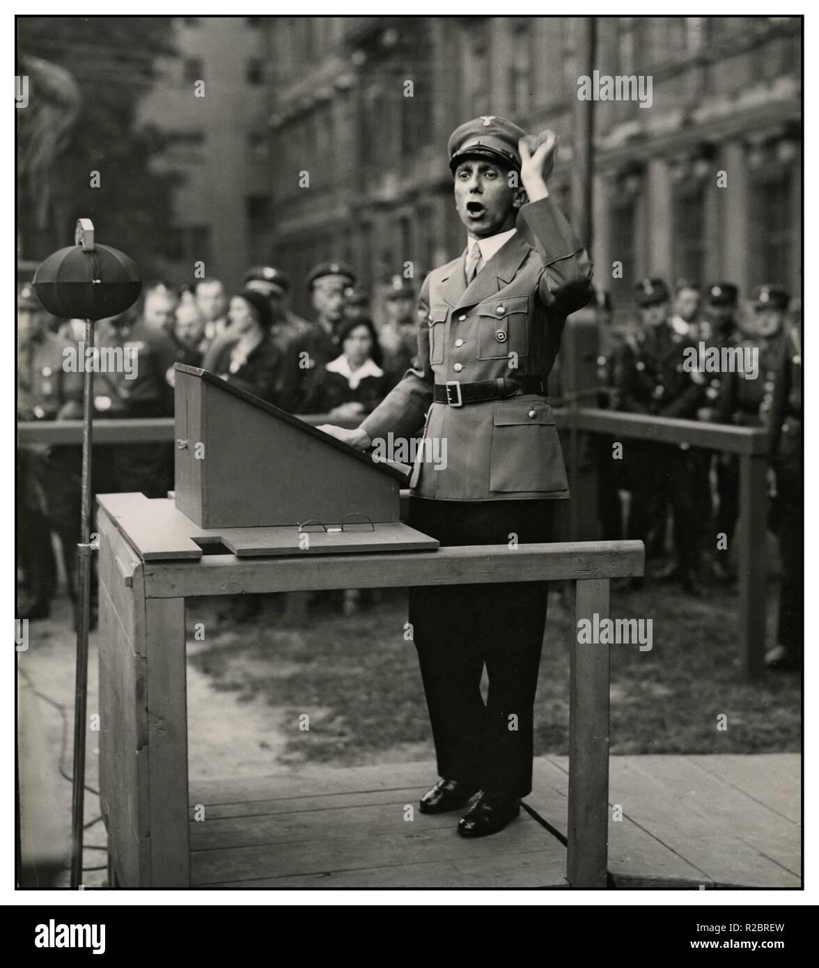1930 Reichsminister Goebbels parle s'exprimant à Berlin Lustgarten (le Lustgarten Jardin d'agrément d'un parc sur l'île des musées du centre de Berlin) pour l'AS-Brigade 28 Berlin Allemagne Photo Stock