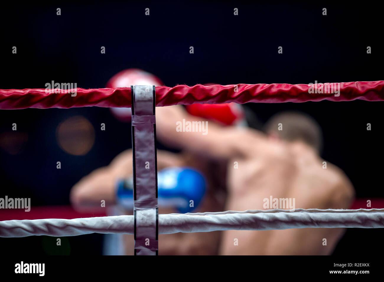 Ring de boxe thai corde avec arrière-plan flou Photo Stock