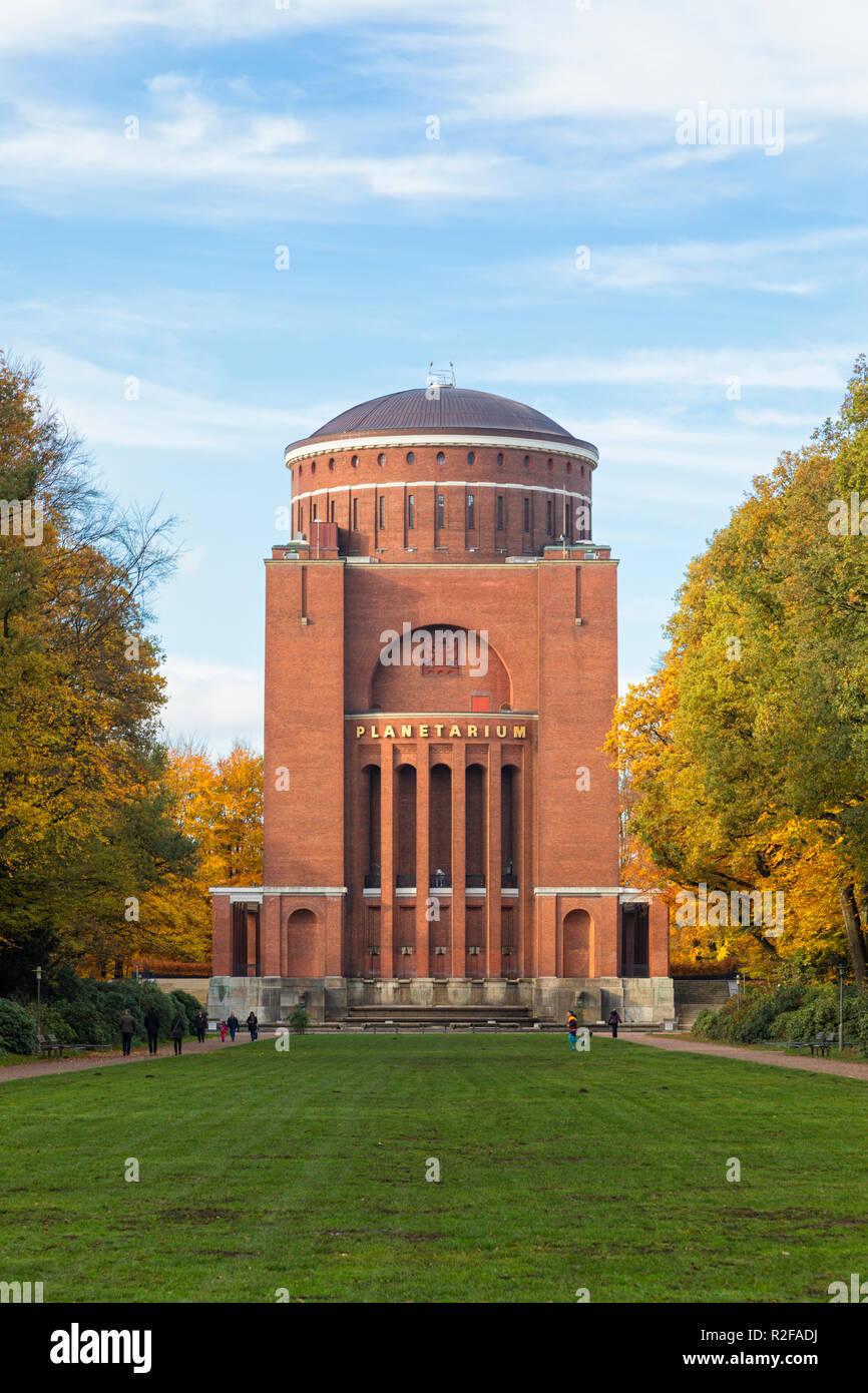 Le Planétarium de Hambourg, un ancien réservoir d'eau tour au Stadtpark Banque D'Images