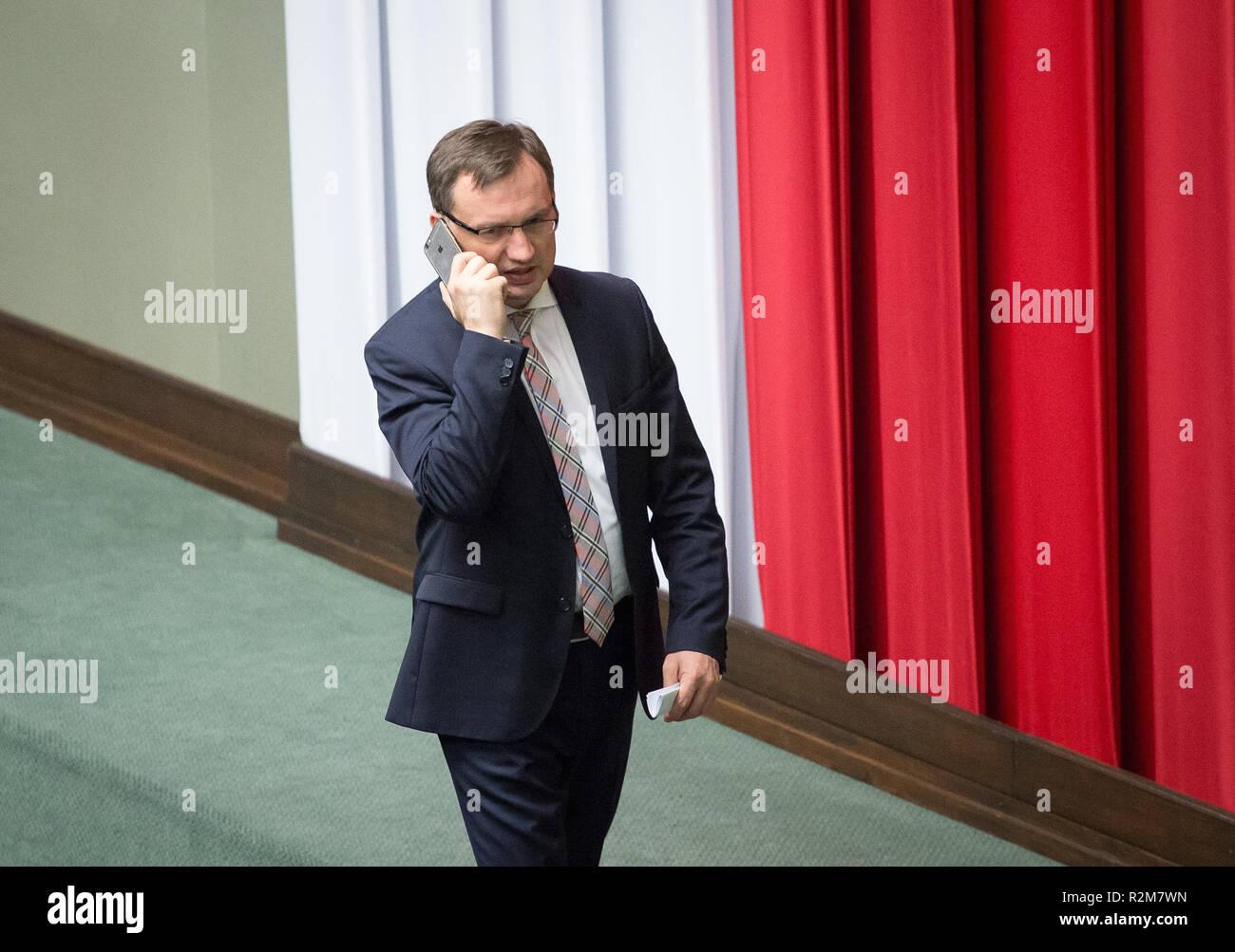 Ministre de la Justice Zbigniew Ziobro durant une nuit de débat sur un projet de loi sur la Cour suprême, à la chambre basse du Parlement polonais (Sejm) à Varsovie, en Pologne le 18 juillet 2017 Banque D'Images
