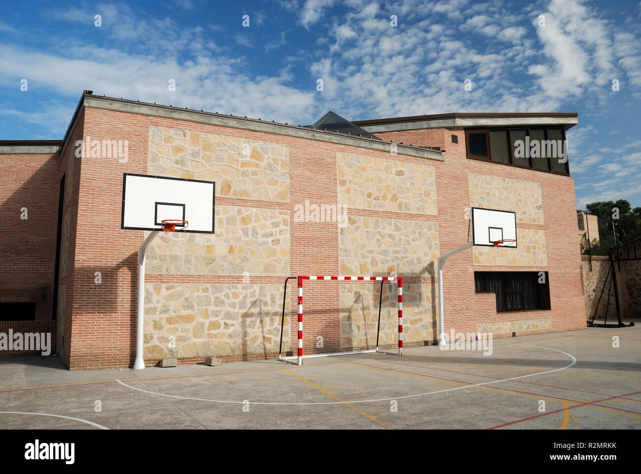 Installation sportive dans la cour de l'école Banque D'Images
