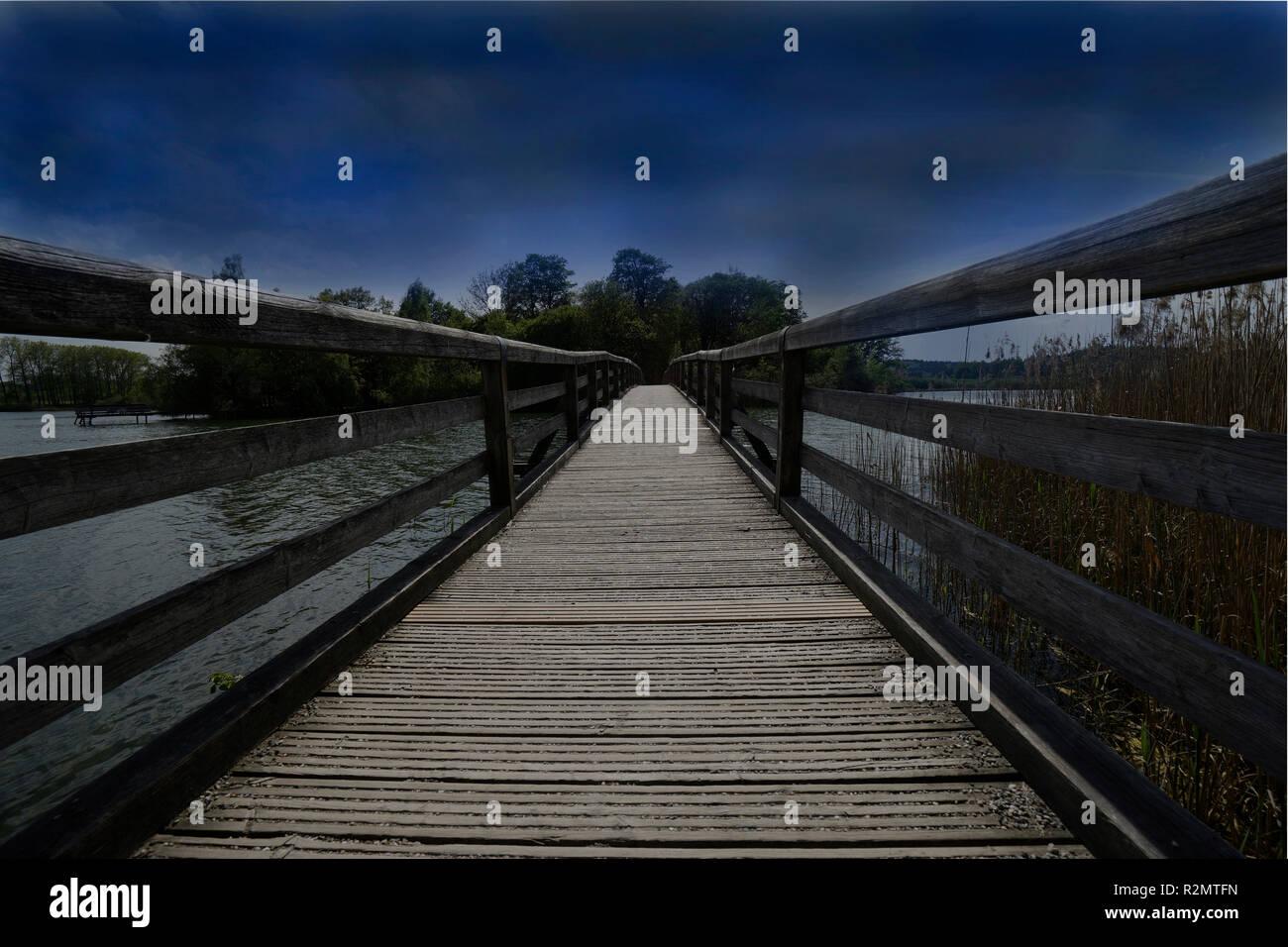 Pont en bois, passerelle, eaux, déserte, soir, sombre Photo Stock