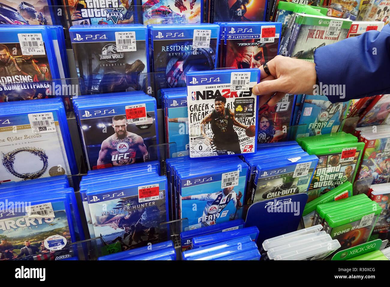 Affichage magasin rempli de PlayStation 4 jeux pour une console de jeux vidéo. Photo Stock