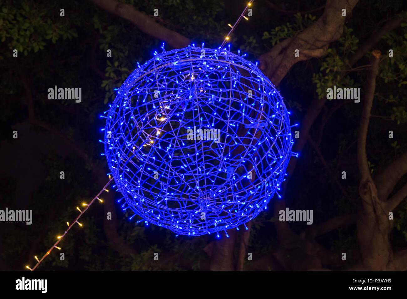 Détail de lumières de Noël au-dessus occupé Park Lane Shopper's Boulevard, le long de Nathan Road, Tsim Sha Tsui, Hong Kong Photo Stock