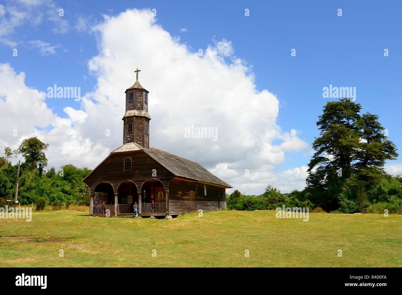 Église en bois Iglesia de San Antonio de Colo, Site du patrimoine mondial de l'UNESCO, l'île de Chiloé, Quemchi, Chili Photo Stock