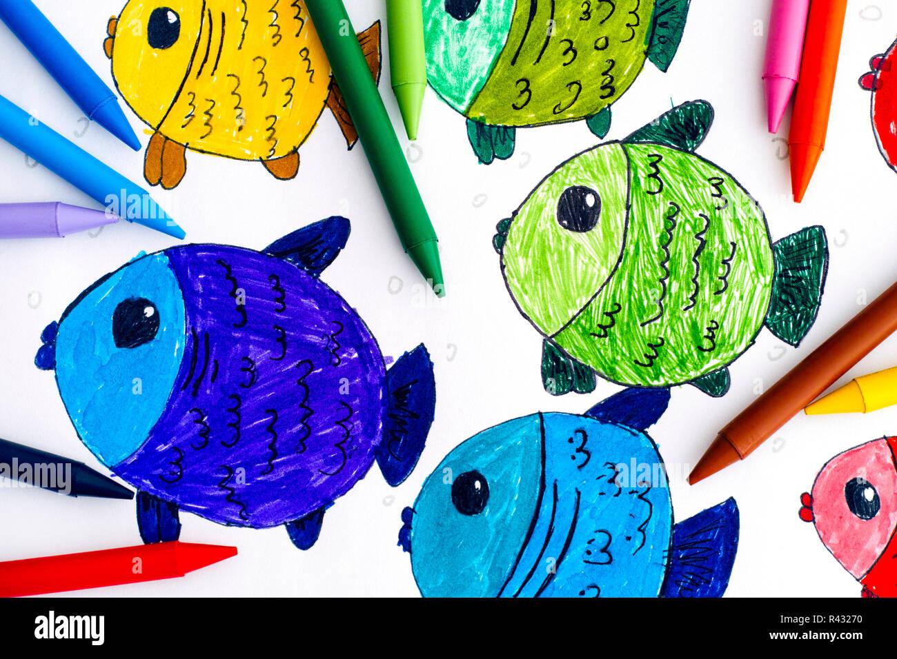 Dessin Avec La Main poissons multicolores. enfant dessin à la main avec des