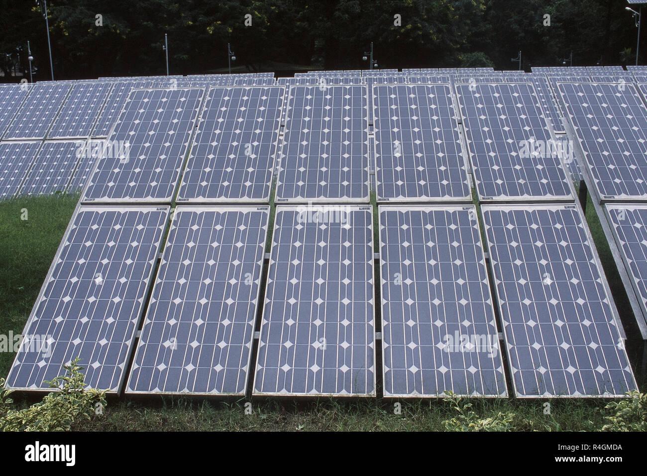 Les cellules solaires à energy park, Pune, Maharashtra, Inde, Asie Photo Stock