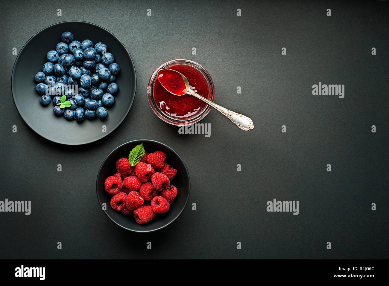 Marmalede ou confiture fait maison à base de petits fruits mélangés Banque D'Images