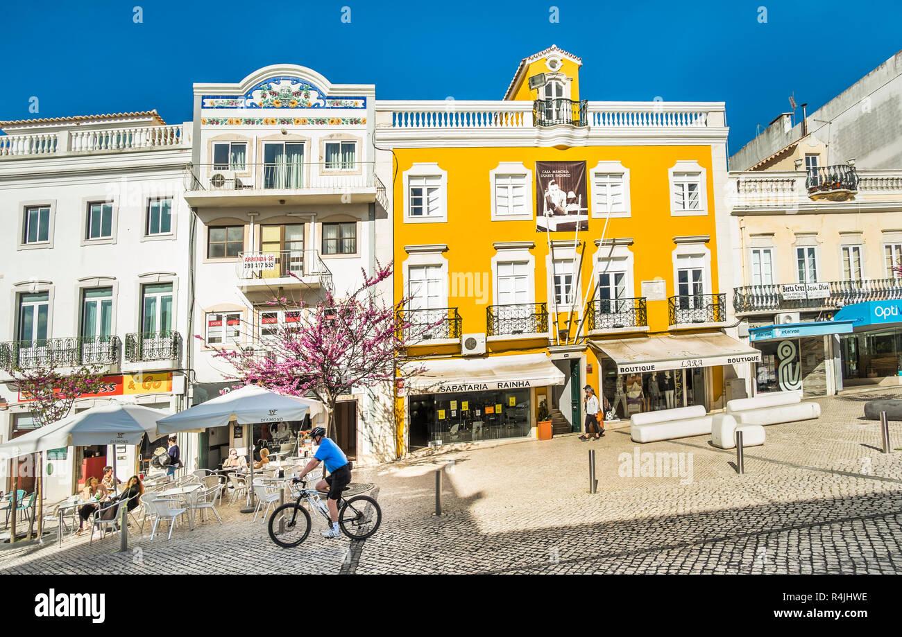 Scène de rue en face de casa Duarte Pacheco Photo Stock