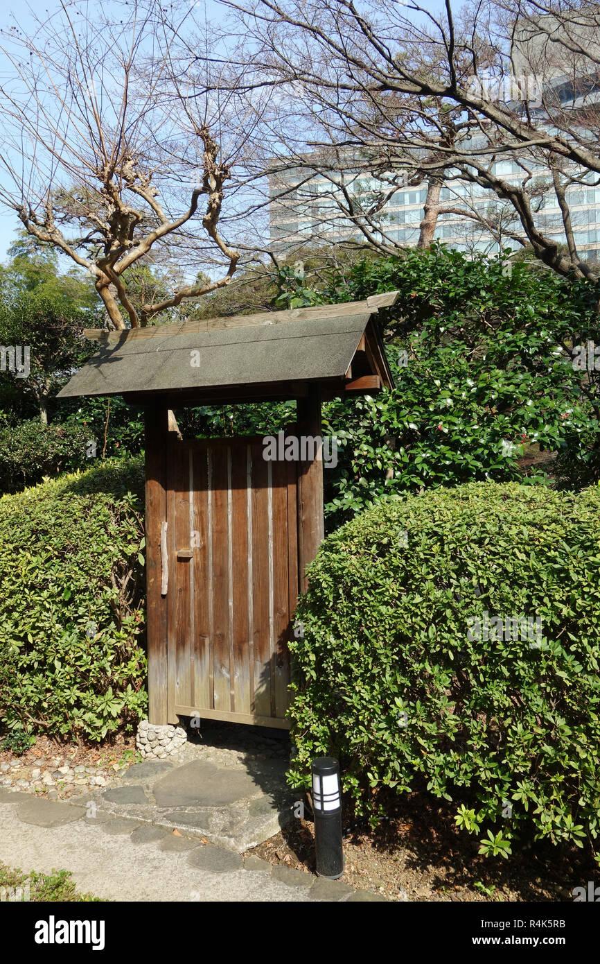 Porte du jardin japonais en bois Banque D\'Images, Photo ...
