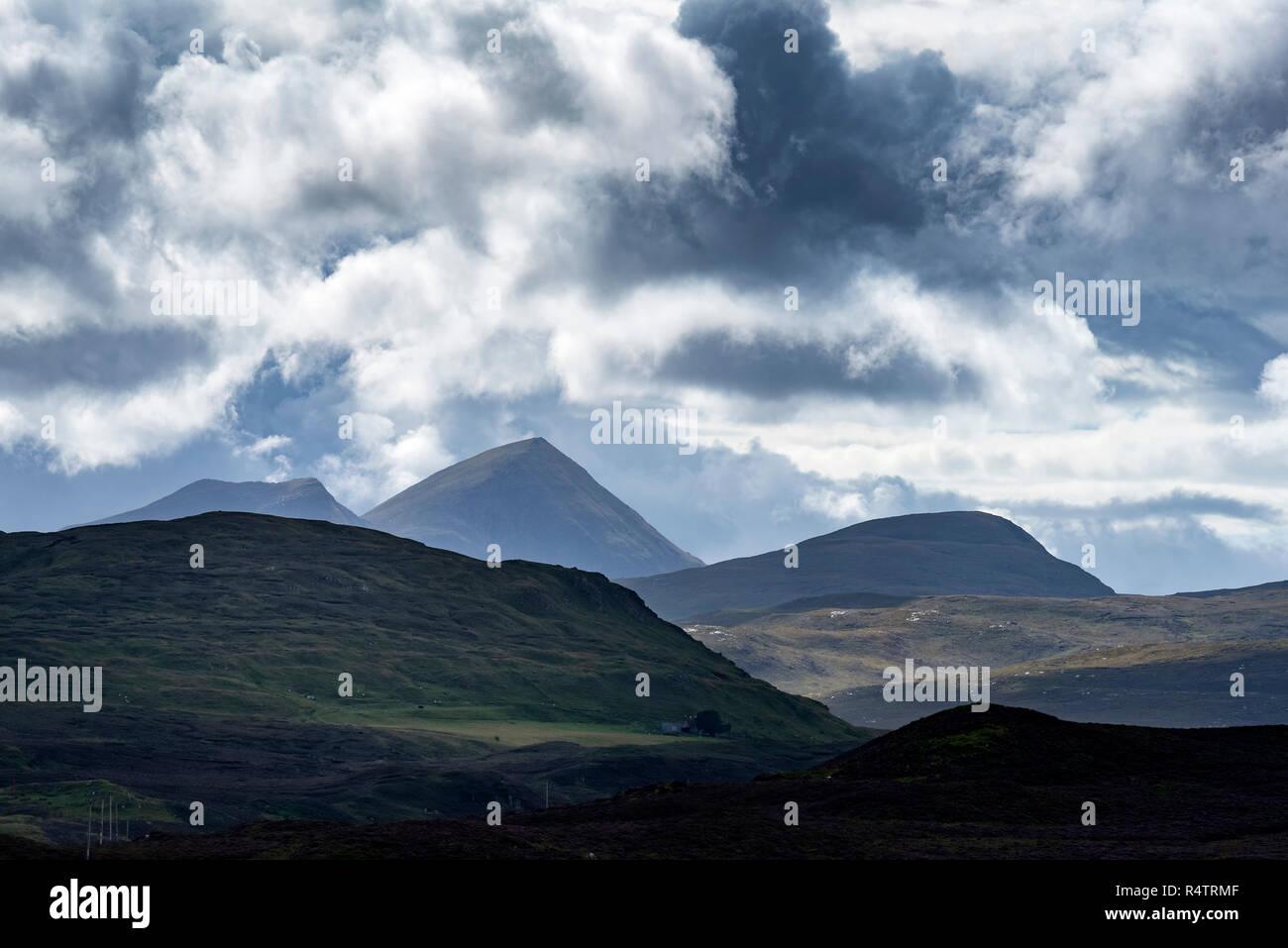 Atmosphère sombre nuage, paysage vallonné, dans les Highlands, Wester Ross, Scotland, Grande-Bretagne Photo Stock