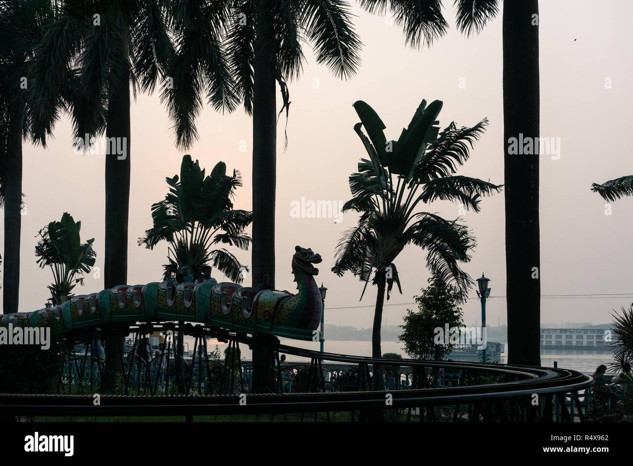 Images d'art trouvés dans les activités quotidiennes de la vie en marchant dans les ruelles du quartier de Kolkata, Inde. Photo Stock