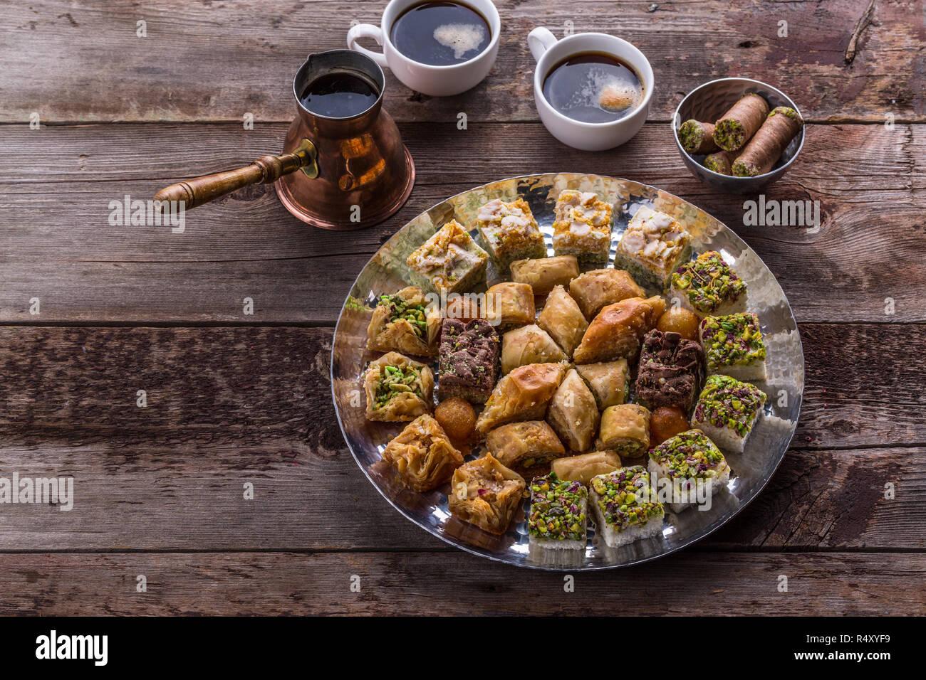 Dessert moyen-orientale des douceurs pour le café, copy space Banque D'Images