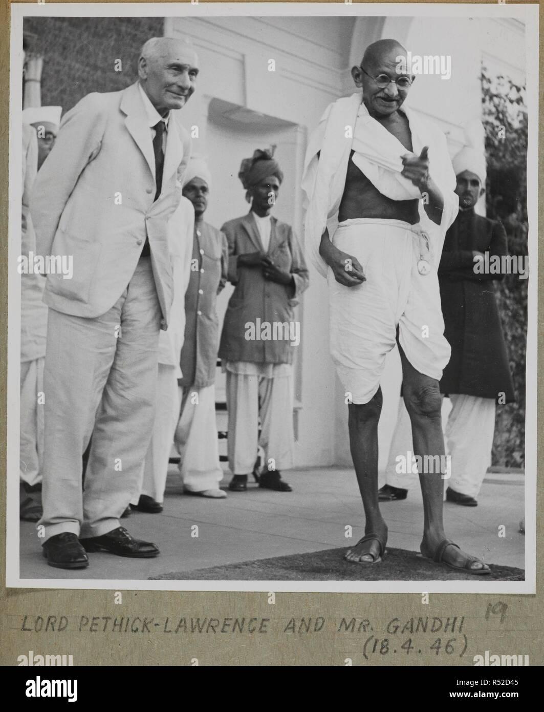 Seigneur Pethick-Lawrence et M. Gandhi. Joyce Collection: Cabnet Mission en Inde - 1946 - volume II. L'Inde 18 avril 1946. Source: Photo 134/2(19). Auteur: Bureau international d'information de presse. Banque D'Images