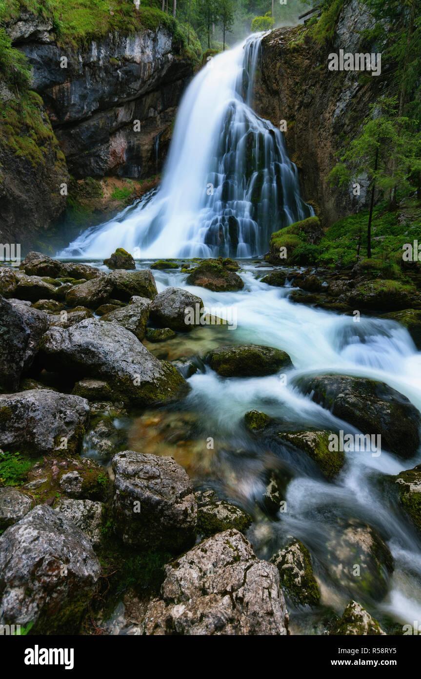 Dans la pluie, Cascade Golling Golling, Salzbourg, Autriche Banque D'Images