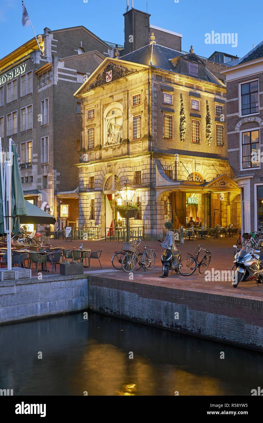 De Waag au Rijn à Leiden, Hollande méridionale, Pays-Bas Banque D'Images