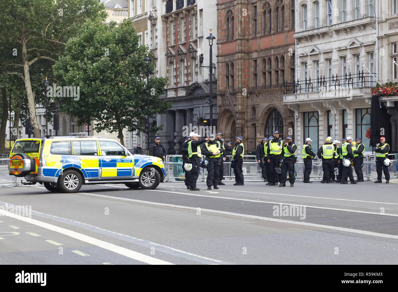 Blocus de la Police à Londres pour la protestation de Tommy Photo Stock