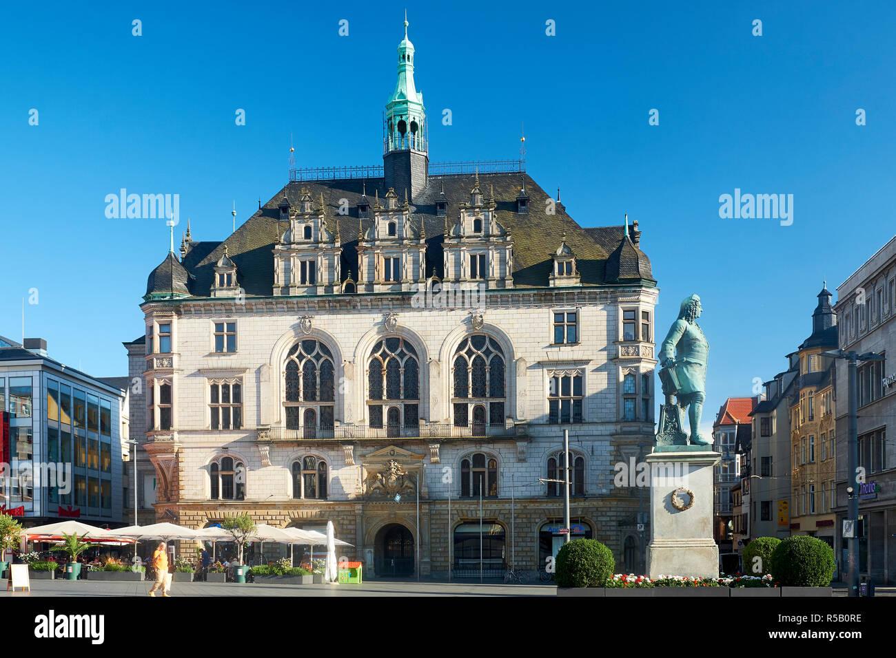 Stadthaus à la place du marché à Halle avec monument Haendel, Halle / Saale, Allemagne Banque D'Images