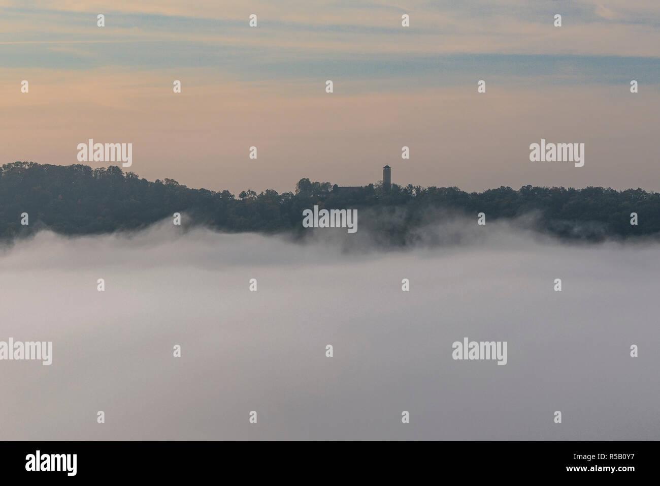 Lever du soleil sur l'Jenzig, Nebel, Iéna, Thuringe, Allemagne Banque D'Images