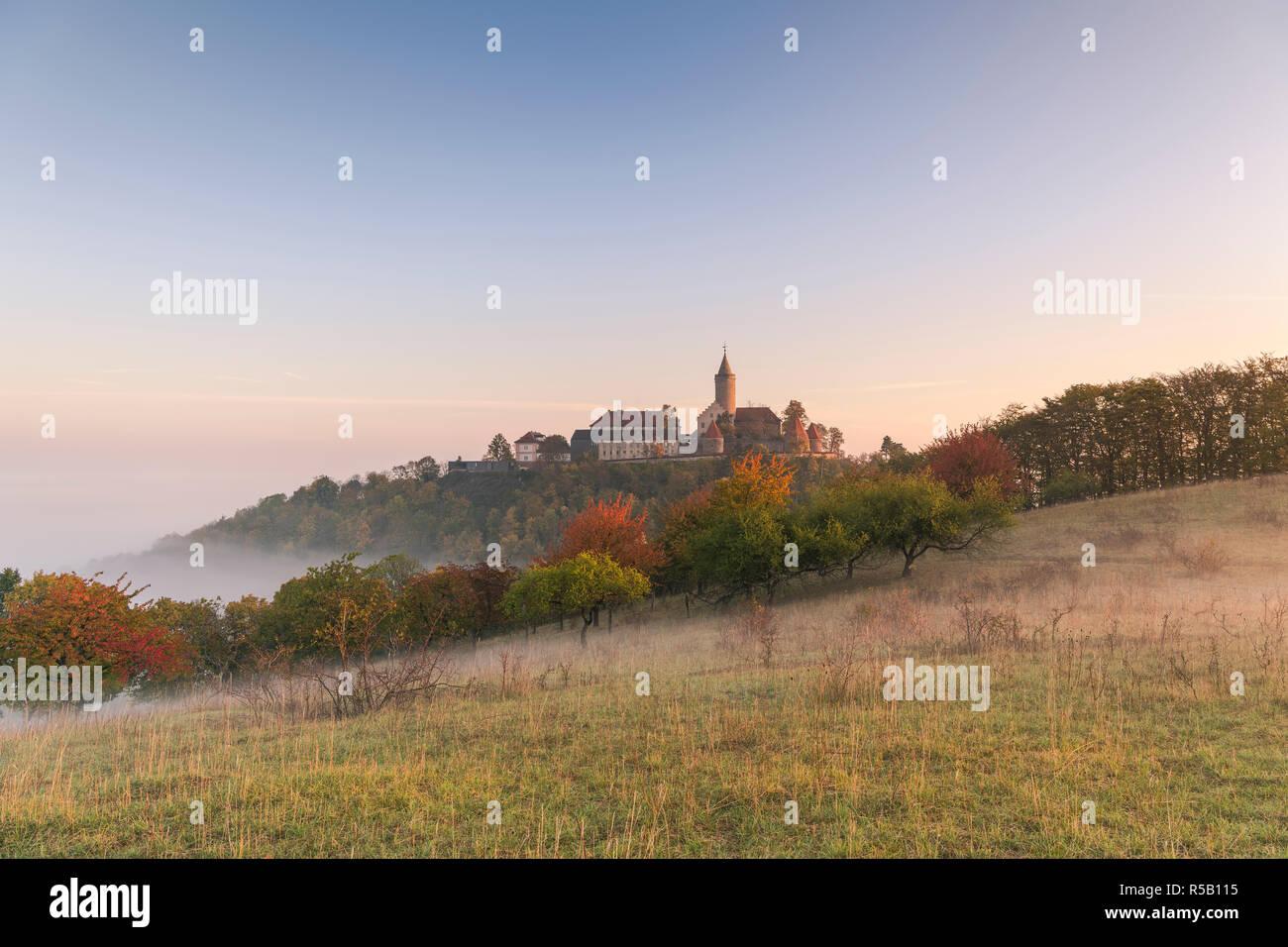 Lever du soleil à la Szinérváralja, brouillard, automne, Thuringe, Allemagne Banque D'Images