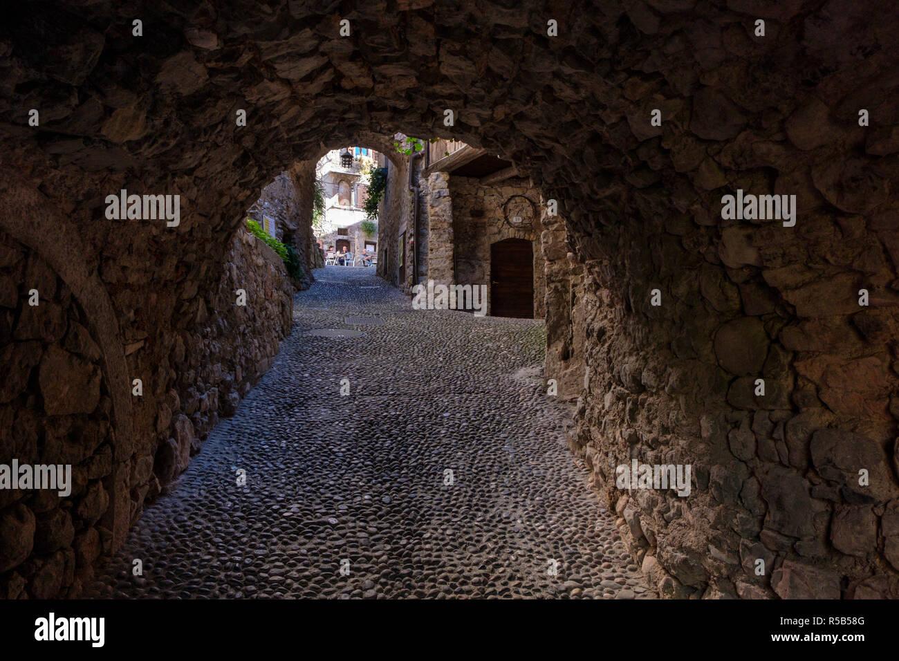 Le village médiéval Canale di Tenno, le lac de Garde, province de Trento, Trentino, en Italie Banque D'Images