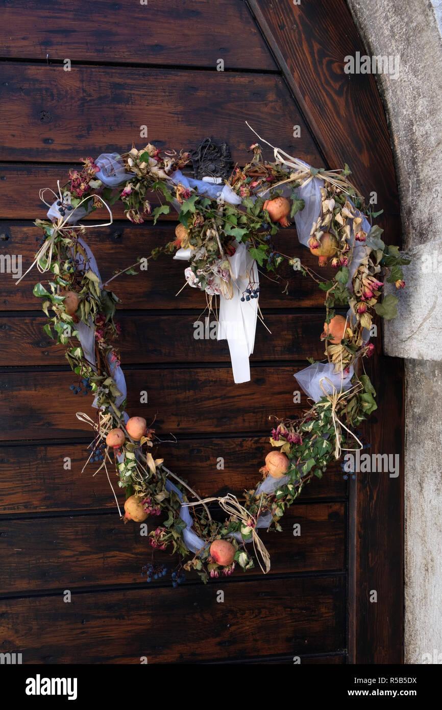 Gerbe de fleurs en forme de coeur, Canale di Tenno, le lac de Garde, province de Trento, Trentino, en Italie Banque D'Images