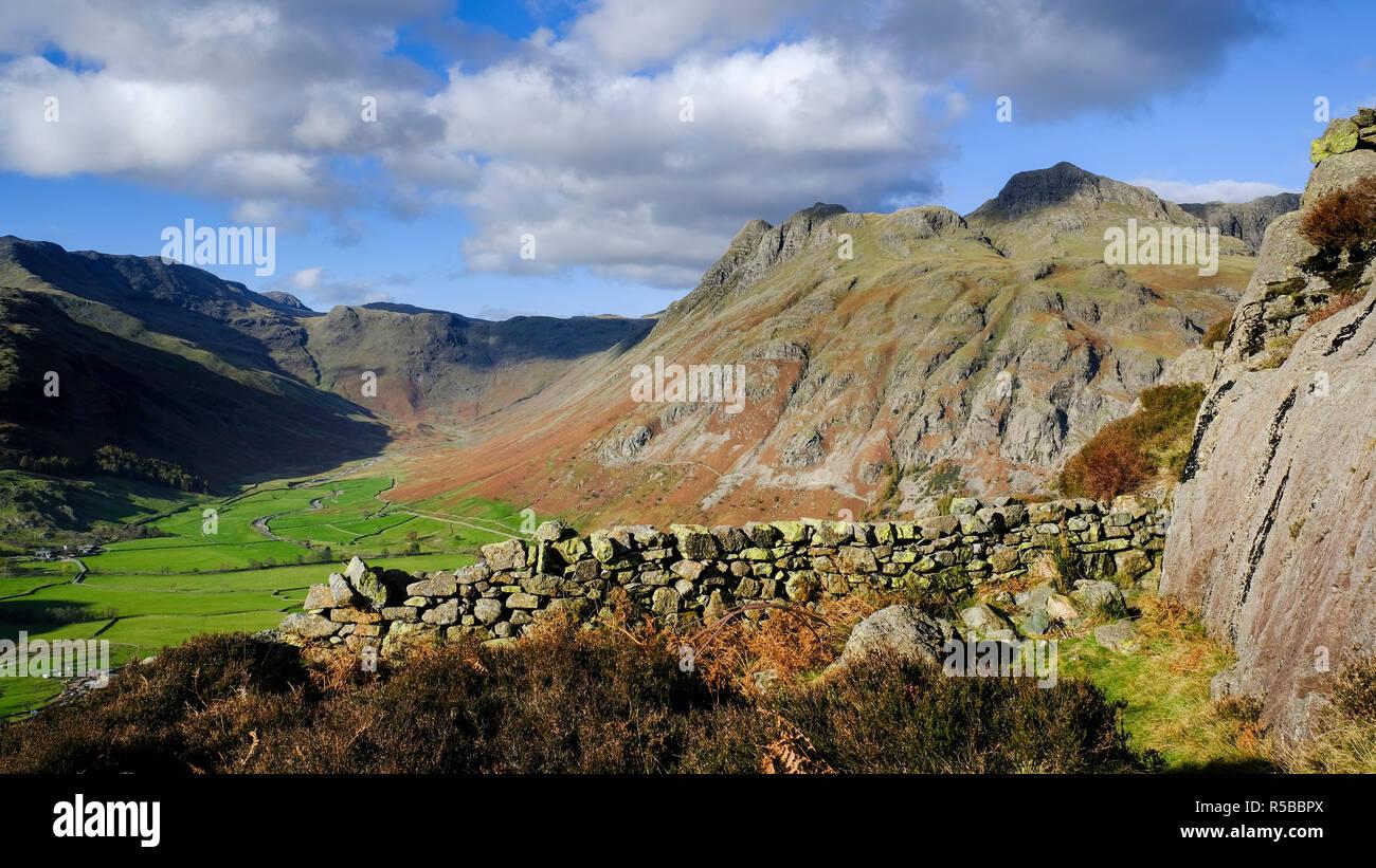 D'un côté des Langdale Pikes Pike, Parc National de Lake District, Cumbria, England, UK Banque D'Images