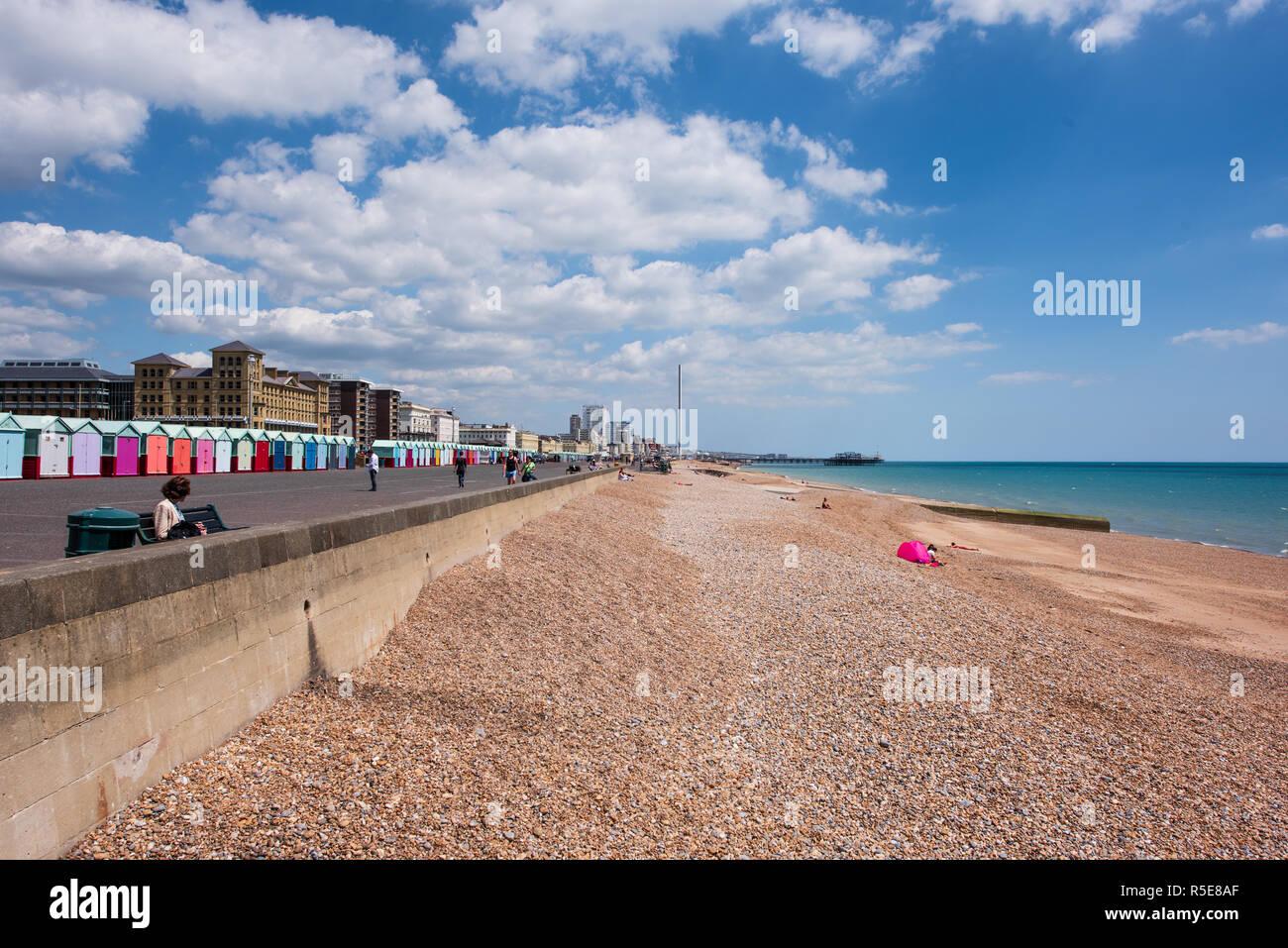 Front de mer de Brighton en été Banque D'Images