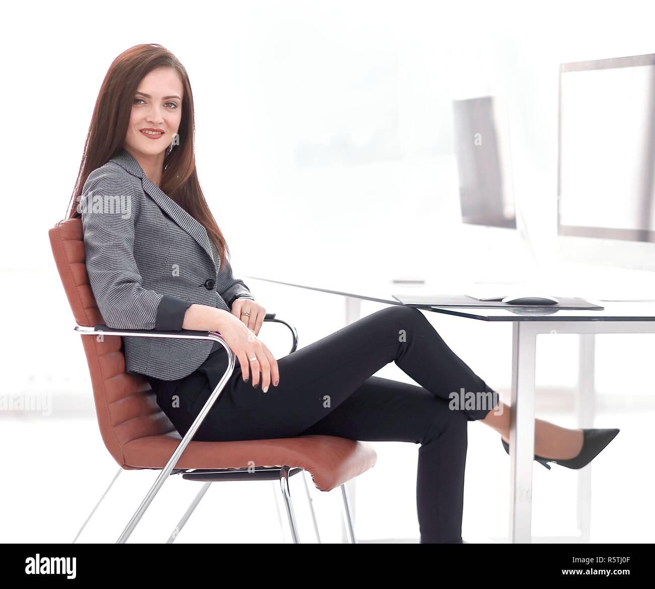 Jeune femme d'affaires au vert au travail Banque D'Images