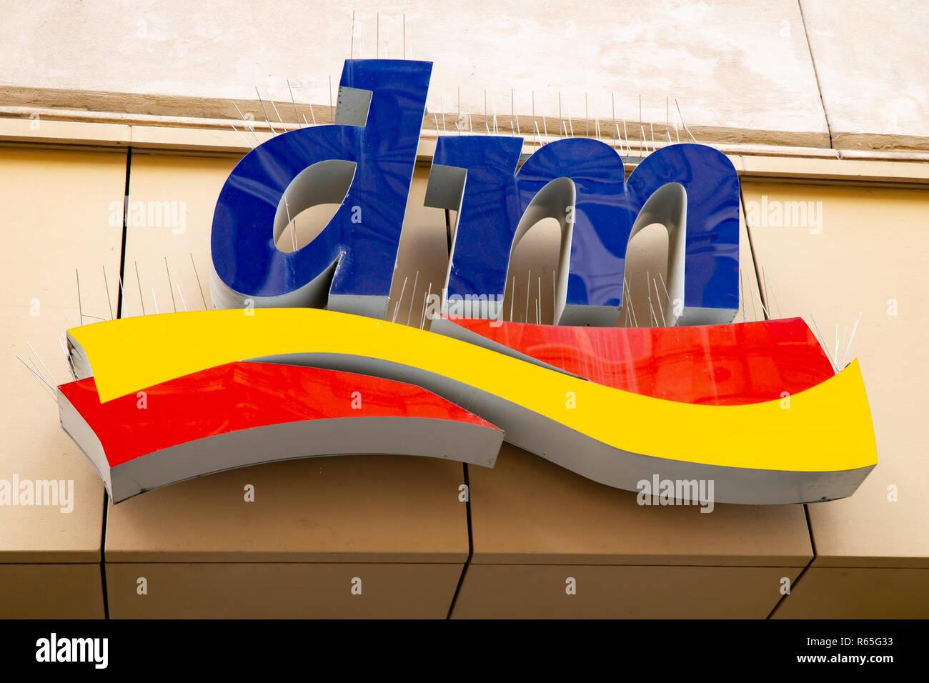 Wiesbaden, Allemagne - 03 juin 2018   DM logo sur une façade. Dm- f431d0327053