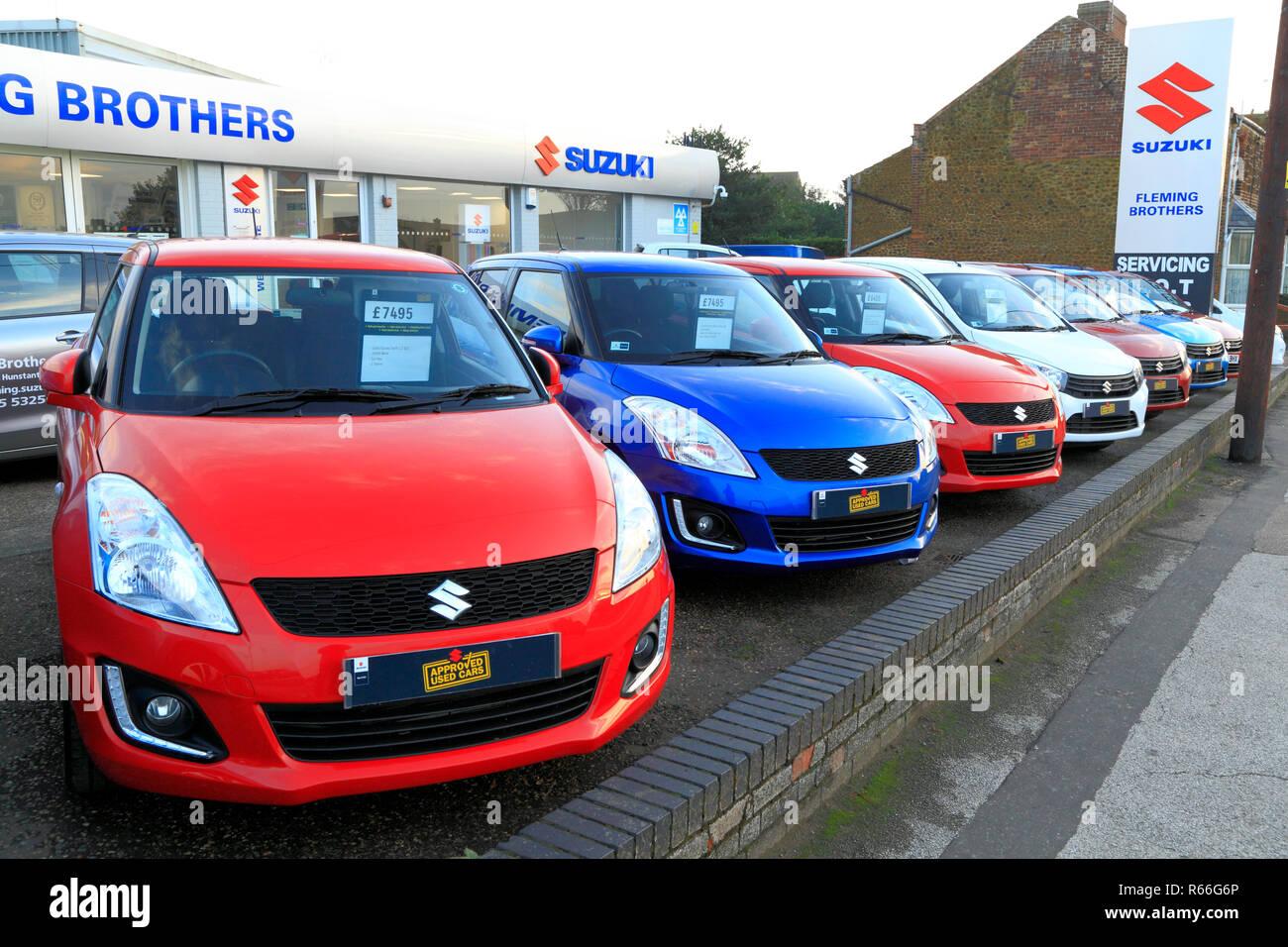 Suzuki, automobile, Fleming Frères, parvis, concessionnaire principal, du concessionnaire, location, achat, Hunstanton, Norfolk, UK, couleurs primaires Photo Stock