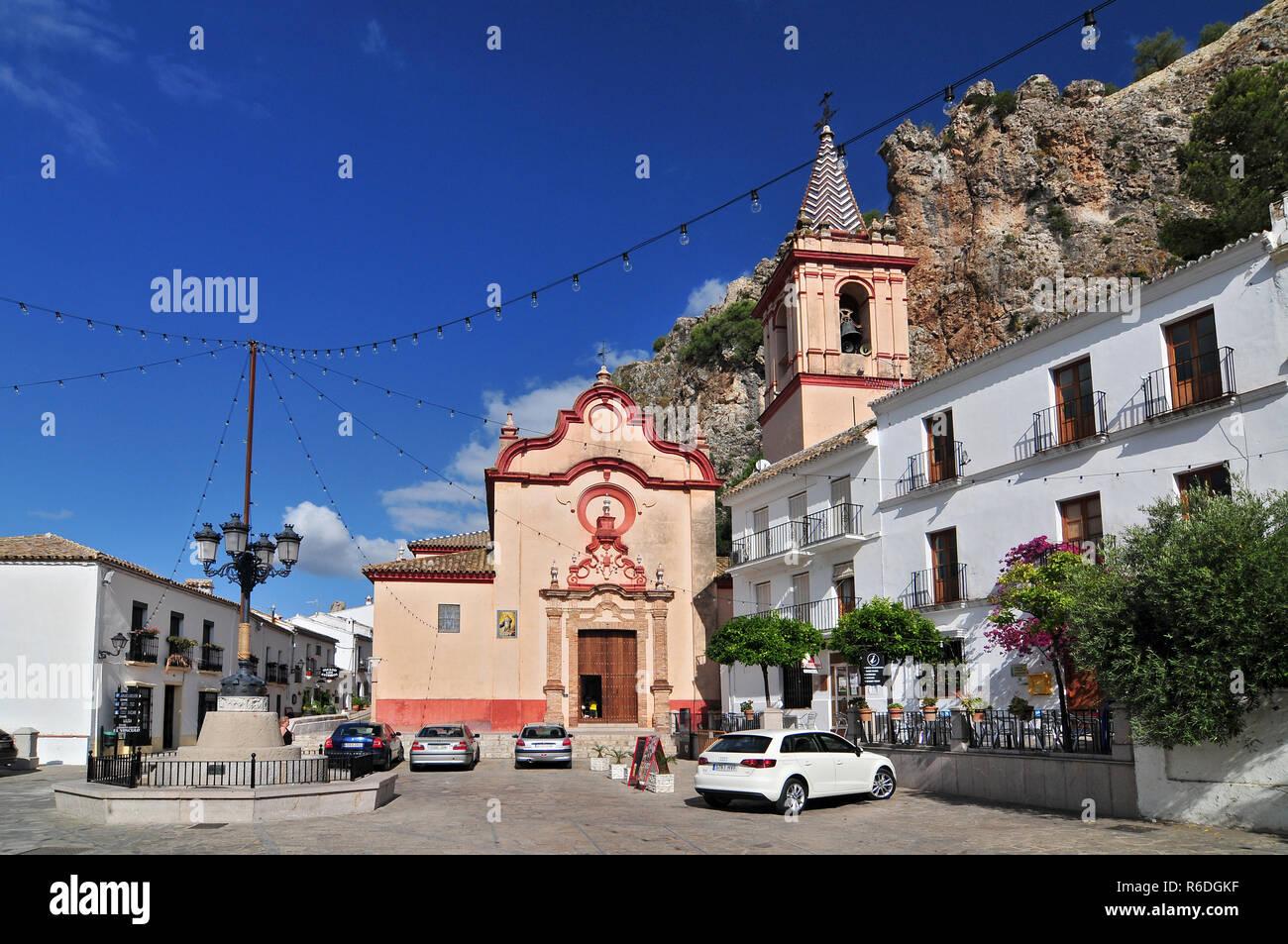 Église de Santa María de La Mesa dans le village blanc de Zahara De la Sierra Cadix Andalousie Espagne Photo Stock