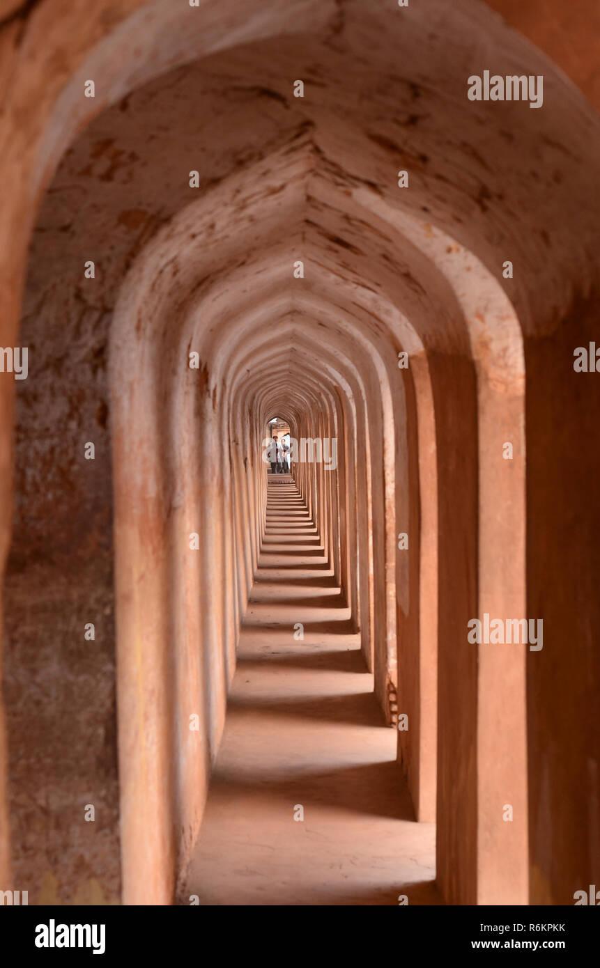 Arches et les couloirs de l'bhuliya bhool labyrinthe qui mène au toit de l'immeuble. Cette architecture étonnante merveille empêche quiconque sans guide Photo Stock