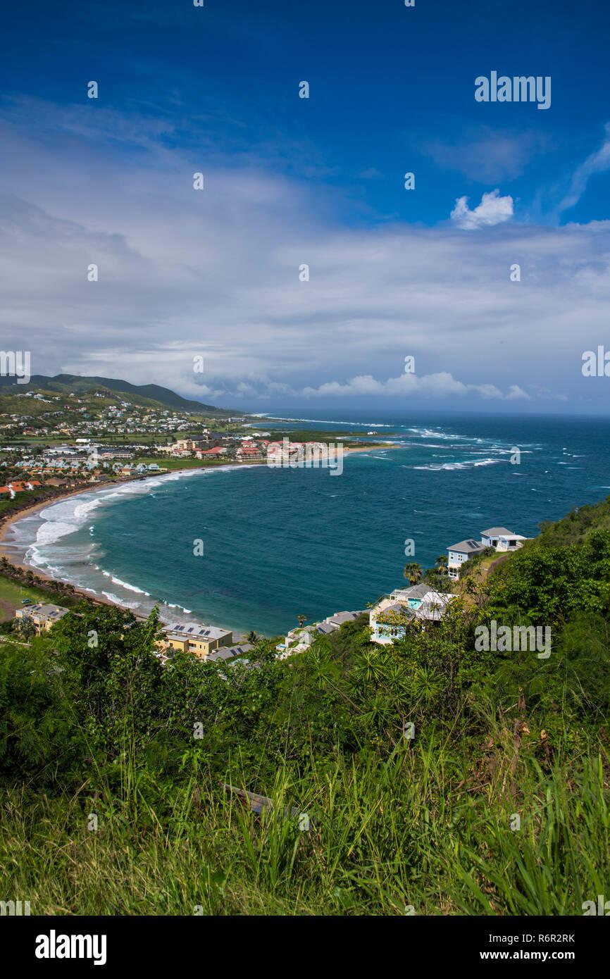 Saint-kitts-côtes où la mer des Caraïbes rencontre l'Océan Atlantique Banque D'Images