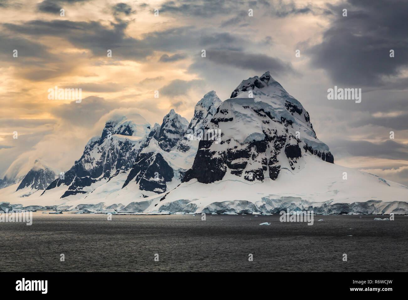 L'antarctique ice bergs dans la péninsule antarctique. Photo Stock