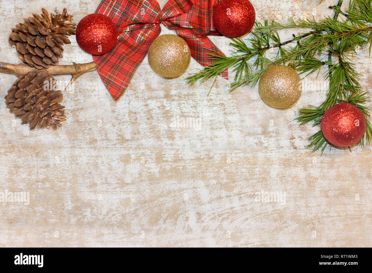 Carte postale de Noël cadre avec fond de bois. Pour la carte de