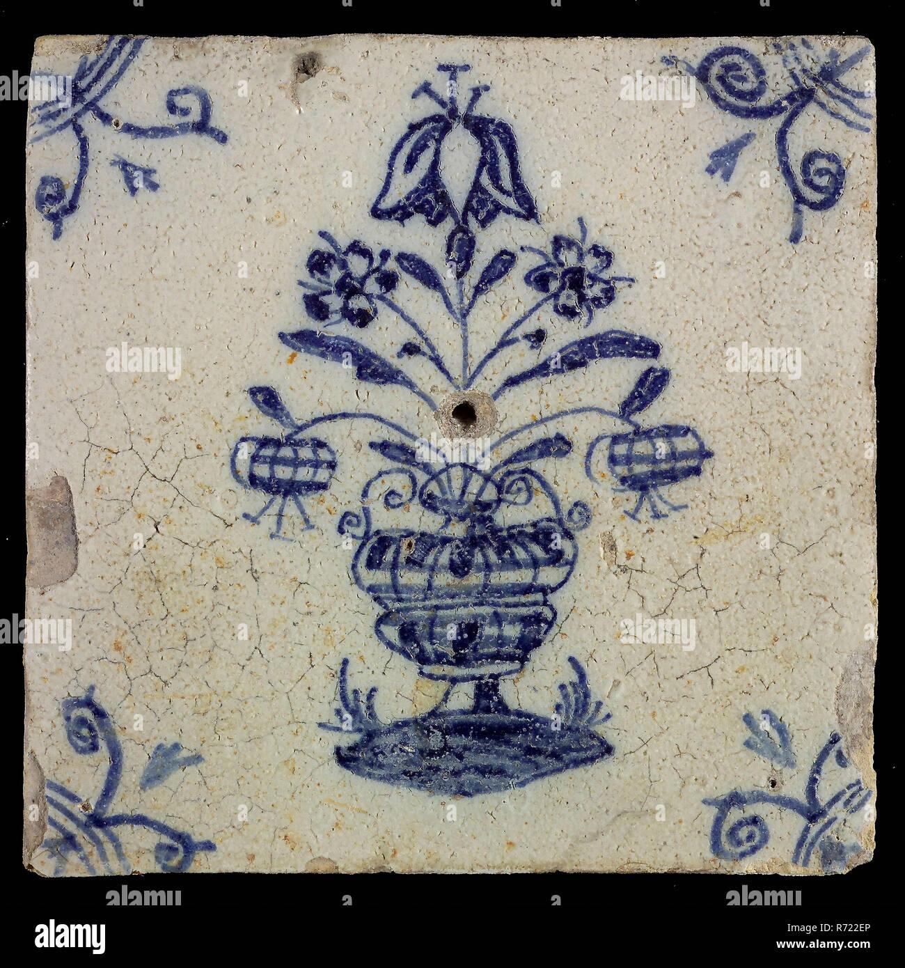 Tuile De Fleur Avec Un Grand Pot De Fleurs Decor Bleu Sur Fond