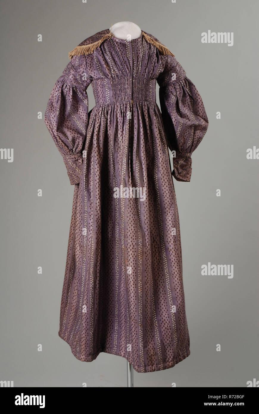 ee5dd2736c0f0 Les enfants de la robe de coton lilas imprimé en bandes de bourgogne et  blanc