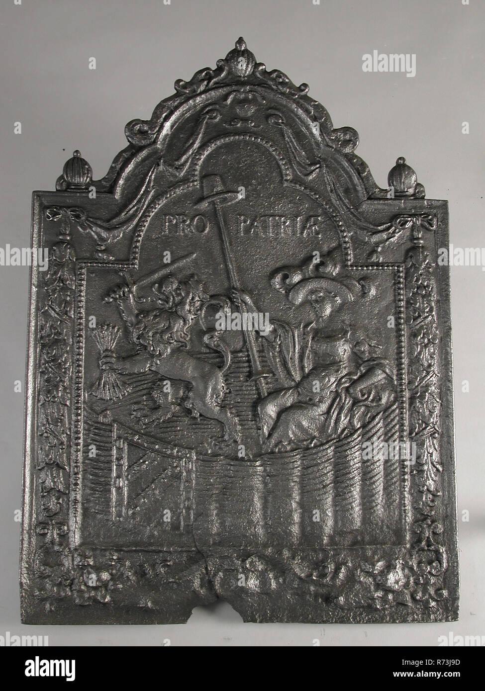 Vierge en néerlandais faisan à jardin, text Pro Patria, cheminée ...