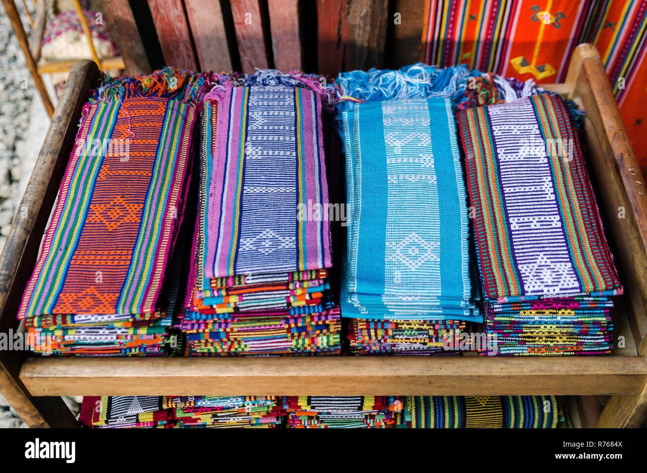 Tissé tissu traditionnel tais foulards à Dili, East Timor Leste Banque D'Images