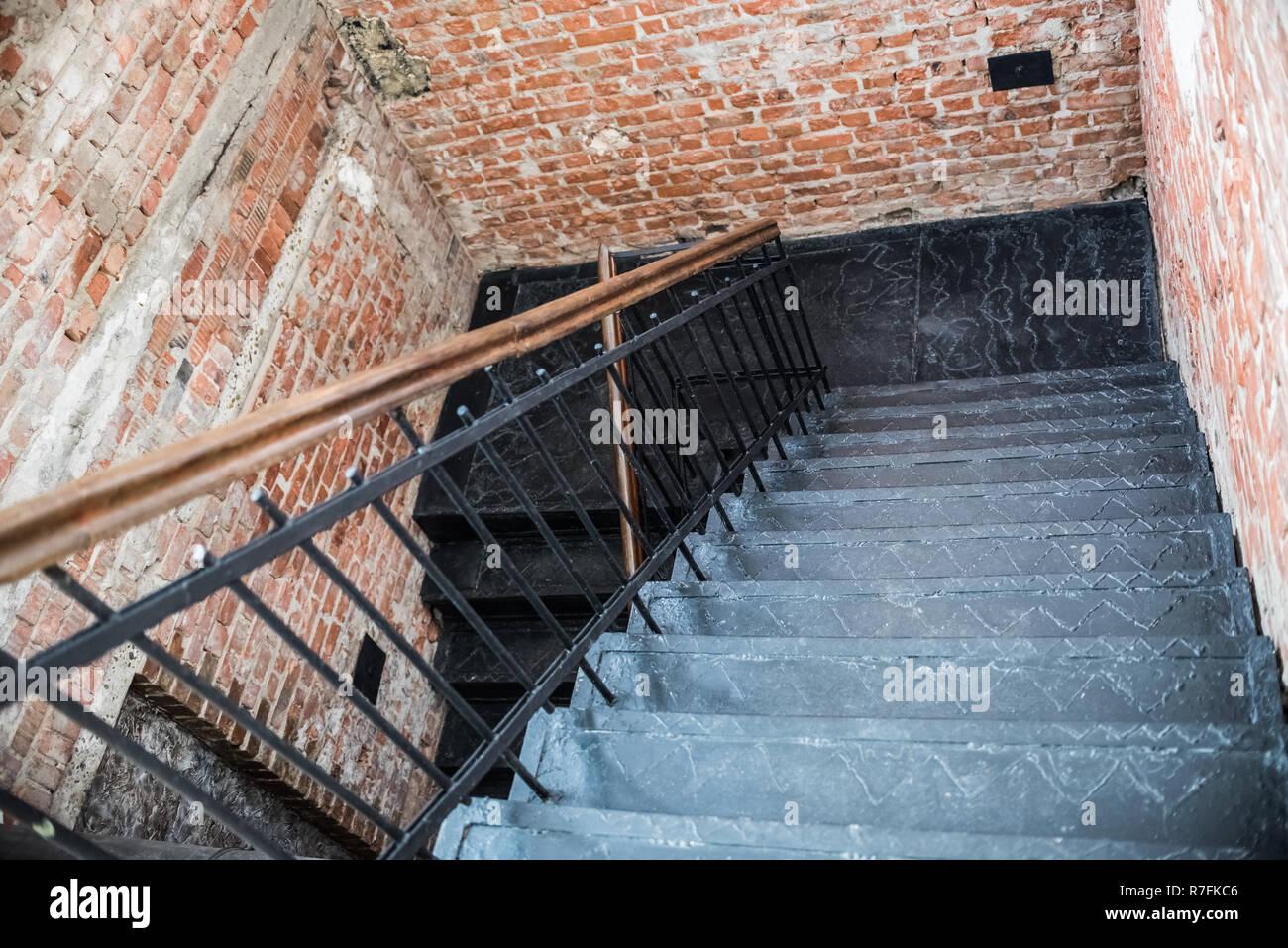 Escalier en fer noir mur de brique espace créatif. bureau loft