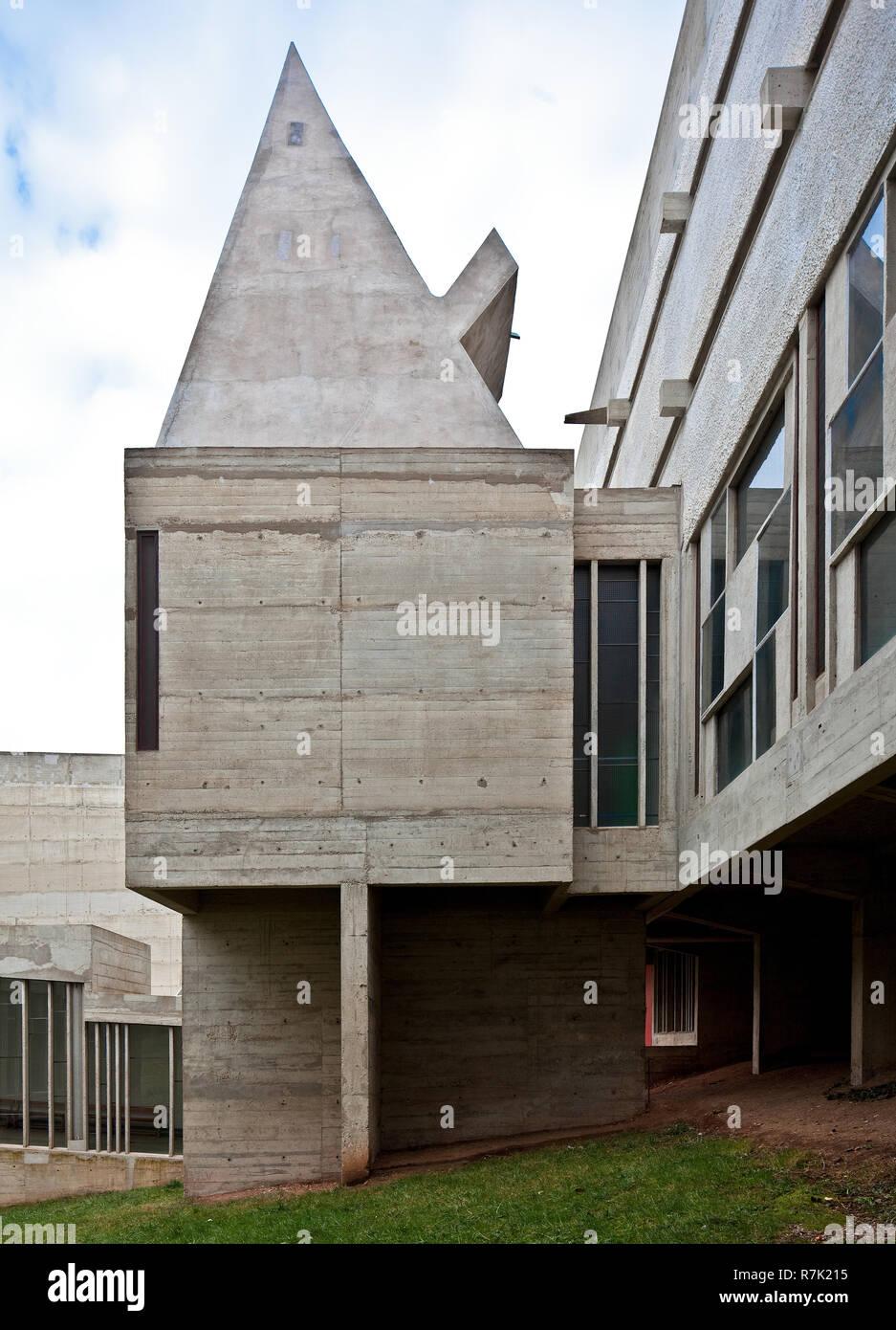 Éveux bei Lyon, Kloster Sainte-Marie de La Tourette, 1956-1960 von Le Corbusier, Kapelle im Innenhof Banque D'Images