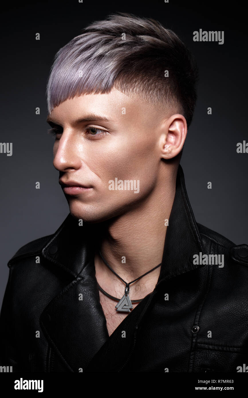 Recherche modele homme maquillage [PUNIQRANDLINE-(au-dating-names.txt) 50