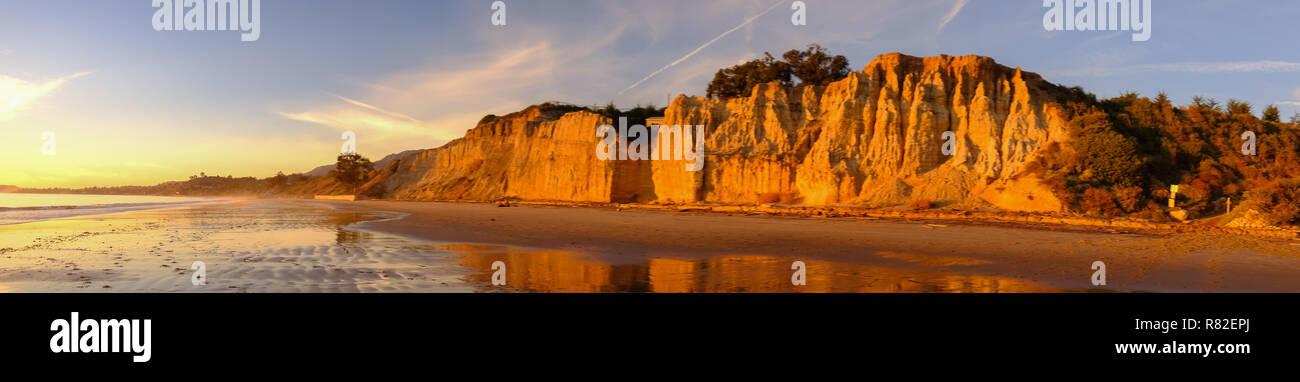 Falaises de grès érodé le long de la côte de la californie centrale près de  Santa b2e88a97c846