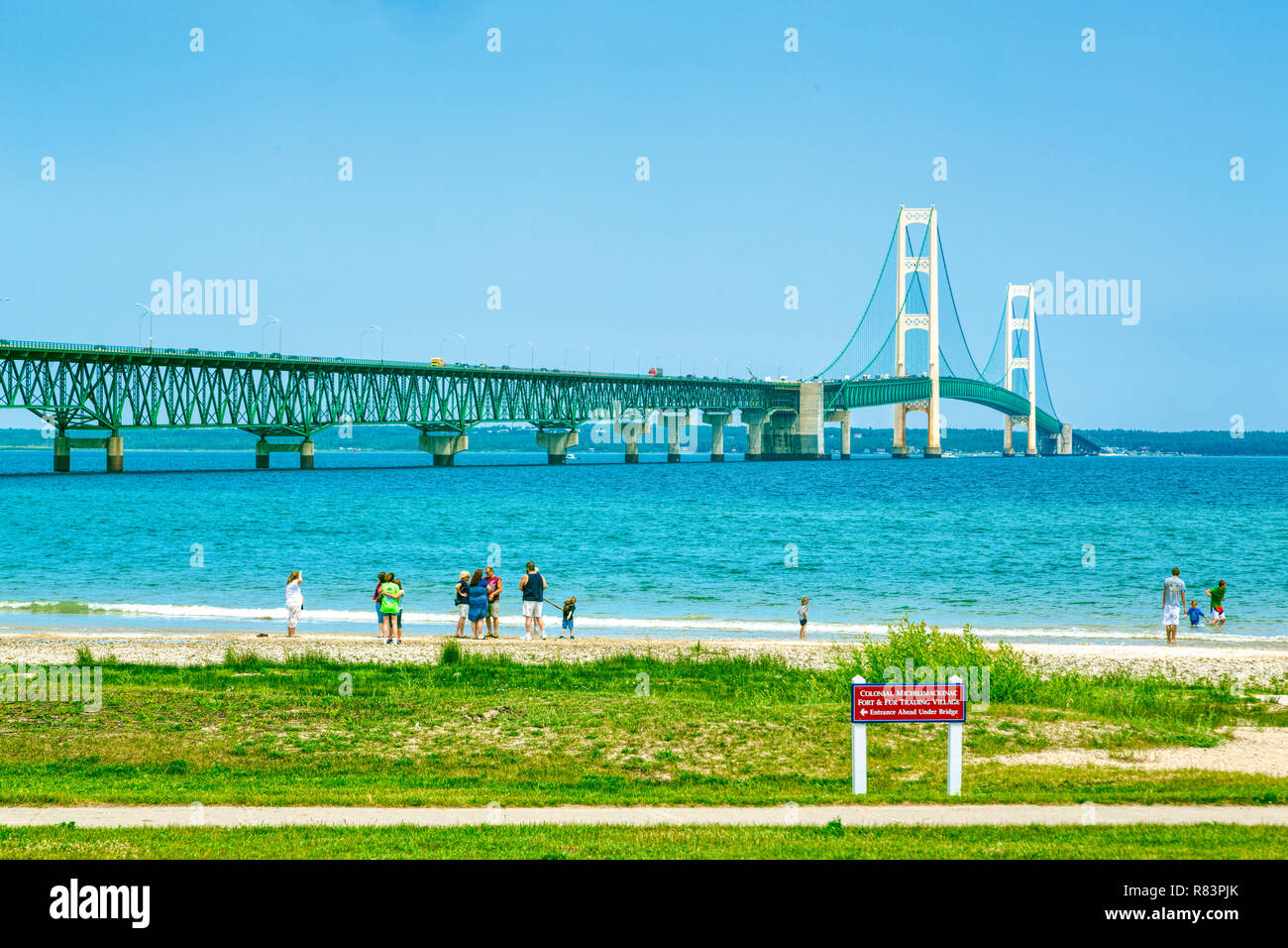 3 juillet 2013, MACKINAW CITY, MI: Ouvert en 1957, le 5 mile-long Mackinac Bridge est le 20ème plus long pont à travée principale. Banque D'Images